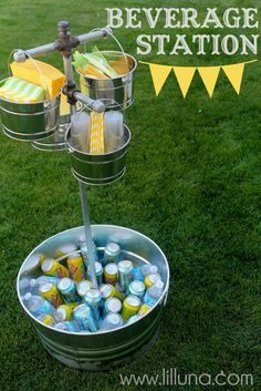 Beverage Station {party decor} Summer is officially here and it's time to celebrate outdoors! This beverage station is perfect for keeping your beverages… Party Cooler, Diy Cooler, Cooler Cart, Cooler Stand, Diy Vintage, Graduation Diy, Festa Party, Partys, Grad Parties