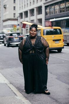 Historically, mainstream NYFW street style galleries almost exclusively feature thin women. This season, InStyle wanted to change that and dedicate our entire street style gallery to plus-size women instead. Nyfw Street Style, Looks Street Style, Street Style Women, Street Styles, Street Fashion, Look Plus Size, Plus Size Girls, Plus Size Women, Plus Size Art