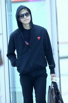 Words can't express how much I love this man right here. Korean Fashion Men, Korean Men, Mens Fashion, Fashion Trends, Airport Fashion, Airport Style, Kim Myungsoo, L Infinite, Flower Boys