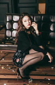 Sexy Asian Girls, Beautiful Asian Girls, Sexy Hot Girls, Korea Fashion, Asian Fashion, Women's Fashion, Beautiful Legs, Gorgeous Women, Pantyhose Outfits