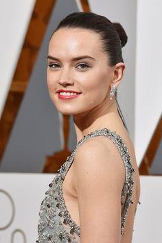 """Pin for Later: """"Diamonds are a girl's best friend,"""" ganz besonders bei den Oscars Daisy Ridley mit Schmuck von Chanel"""