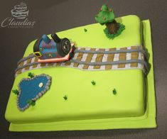 #eventcakes #geburtstagstorte #birthdaycake #hochzeitstorte #weddingcake #torte #motivtorten #tortendesign #fondanttorte #tortendekoration #tortenkunst #fondantcakes #charactercakes #cakeart #cakedesigner #sugarart #fondant #sugarpaste #thomas #engine #lokomotive #train #zug Thomas Engine, Character Cakes, Sugar Art, Fondant Cakes, Birthday Cake, Train, Kids, Birthday Cake Toppers, Wedding Pie Table