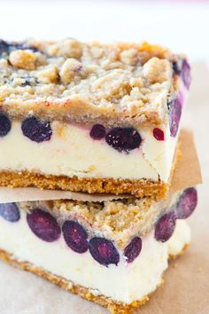 How to make the best cheesecake bars with fresh blueberries, lemon, and a streusal topping. See the lemon blueberry cheesecake bars recipe now! Lemon Blueberry Cheesecake, Lemon Cheesecake Bars, Cheesecake Recipes, Dessert Recipes, Lemon Bars, Blueberry Lemon Scones, Cheesecake Squares, Blueberry Cupcakes, Cheesecake Cake
