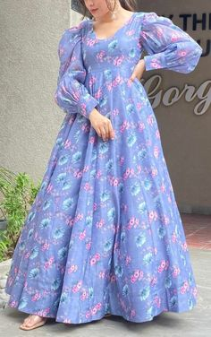 Party Wear Indian Dresses, Indian Fashion Dresses, Indian Designer Outfits, Girls Fashion Clothes, Fancy Dress Design, Stylish Dress Designs, Simple Pakistani Dresses, Pakistani Dress Design, Frock Fashion