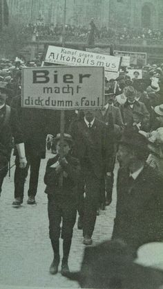 Trouvaille aus der @Naomi Hilton: Demo des Sozialdemokratischen Abstinentenbund (SAB) im frühen 20. Jahrhundert. pic.twitter.com/FEtgzB093S
