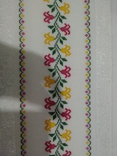 This post was discovered by Mu Cross Stitch Bookmarks, Cross Stitch Rose, Cross Stitch Borders, Cross Stitch Flowers, Cross Stitch Designs, Cross Stitch Embroidery, Cross Stitch Patterns, Hand Embroidery Design Patterns, Hand Embroidery Flowers