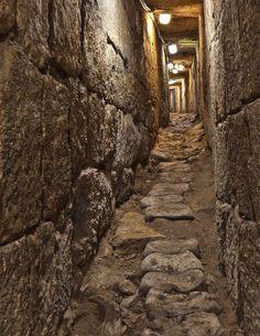 Jerusalem in Hezekiah's Tunnel | 1105-5613 v3 Hezekiah's Tunnel