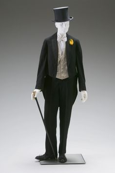 Evening Suit Jacket with tails, white waistcoat and tie, top hat. The Mint Museum Victorian Mens Fashion, 1890s Fashion, Vintage Fashion, Male Fashion, Mode Masculine, Steampunk, Victorian Gentleman, Formal Suits, Period Costumes