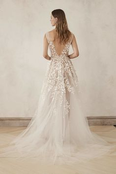 V-Neck Tulle Embroidered Gown With Cut Out Leaves by Oscar de la Renta Bridal Dream Wedding Dresses, Bridal Dresses, Wedding Gowns, Wedding Dress With Feathers, Marriage Dress, Contemporary Dresses, Bride Gowns, Ball Gowns, Leaves
