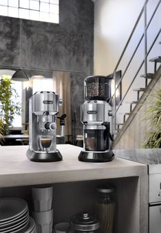 Espressomaschine Dedica EC in Edelstahl von De'Longhi Barista, Drip Coffee Maker, Coffee Cups, Instagram Posts, Ramadan, Egypt, Heating Systems, Coffee Beans, Coffee Making Machine
