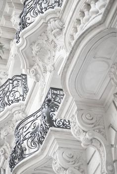 Paris balcony~ beautiful details on exterior walls with ornate iron Art Et Architecture, Beautiful Architecture, Beautiful Buildings, Architecture Details, Beautiful Places, Parisian Architecture, Classic Architecture, Art Nouveau, French Balcony