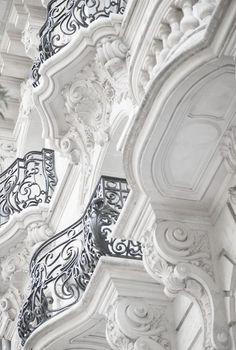 Paris balcony~ beautiful details on exterior walls with ornate iron Art Et Architecture, Beautiful Architecture, Beautiful Buildings, Architecture Details, Beautiful Places, Parisian Architecture, Classic Architecture, Paris Balcony, French Balcony