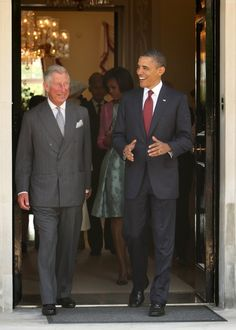 Pin for Later: The Obama Family's Many Overseas Adventures Barack Obama laughed alongside Prince Charles during a May 2011 trip to London. Black Presidents, American Presidents, Jackie Kennedy Pink Suit, Prince Charles And Camilla, Mr President, Important People, Michelle Obama, Black Is Beautiful, Barack Obama