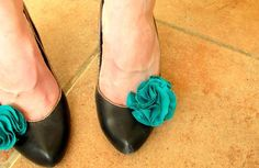 How hard can these be to make???  Turquoise Flower Shoe Clips
