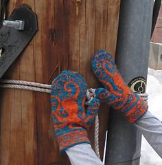 Ut oh, now I'm going to have to make these for Melissa Murray @OpulentSquid - Ravelry: Octopus Mittens pattern by Emily Peters