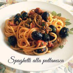 Spaghetti alla Puttanesca  Link ricetta --> http://blog.giallozafferano.it/cucinaplus/spaghetti-alla-puttanesca-ricetta-primi-piatti/