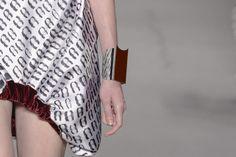bracelete desfilado no show de Filhas de Gaia – Foto: Agência Fotosite
