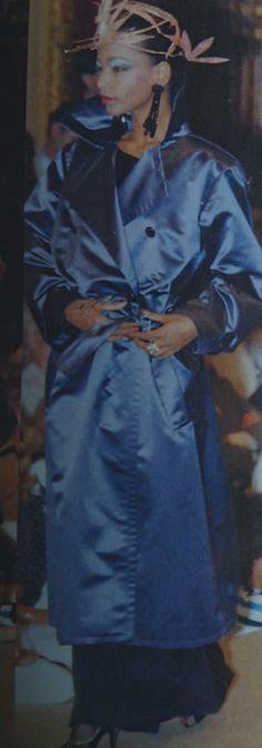 Juillet 1981. Haute couture hiver 1981/82. L Officiel 1000 modèles.