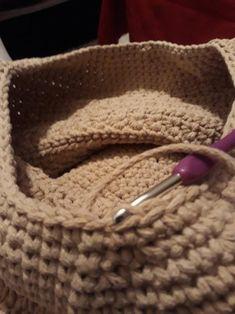 Návod na háčkovaný hvězdičkový puff Crochet Squares, Knitted Hats, Beanie, Stitch, Knitting, Crocheting, Twine Crafts, Basket Weave Crochet, Hampers