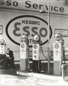 Bernice Abbott, Gasoline Station, Tenth Avenue and 29th Street, Manhhattan. 1935.