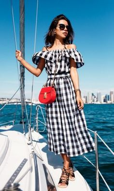 off shoulder gingham dress 2017 with lace up sandals 2017 for women Blouse Vichy, Casual Summer Outfits, Summer Dresses, Work Dresses, Maxi Dresses, Dress Outfits, French Riviera Style, Gingham Dress, Plaid Dress
