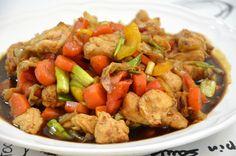 חזה עוף מוקפץ עם ירקות צבעוניים ברוטב טריאקי פיקנטי   מצרכים (3-4 מנות):  4-5 חתיכות חזה עו