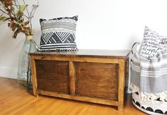 Free building plans to make your own DIY storage chest that is the perfect size for an entryway storage bench, end of the bed trunk or a toy box for kids! Diy Storage Trunk, Diy Storage Boxes, Entryway Bench Storage, Wood Storage, Storage Chest, Storage Benches, Work Benches, Woodworking Workshop Plans, Easy Woodworking Projects