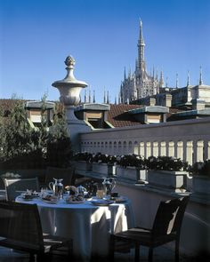 Terrace Suite with Duomo view at the Milan Park Hyatt Unique Hotels, Beautiful Hotels, Marriott Hotels, Hotels And Resorts, Milan Hotel, Carlton Hotel, Wellness, Milan Italy, Town And Country