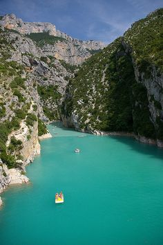 I'll be here floating on this river gorge in August! Croix at the mouth of the Verdon Gorge, France Monuments, Places To Travel, Places To See, Beautiful World, Beautiful Places, Grand Canyon, South Of France, France Travel, Travel Around The World