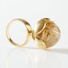 SIGURD PERSSON, 18 k guld, cabochonslipad bergkristall med rutilier, Stockholm 1974, höjd ca 4 cm, ringstrolek ca 16 mm, total vikt ca 16,5 g. Slutpris 5 200 SEK.