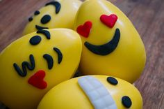 Huevos de Pascuas emojis  Aca el video para aprender hacer estos huevos de chocolate con los dibujos de los emojis