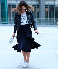 14 Imágenes Que Te Convencerán Para Usar Una Pollera Asimétrica Y Camiseta Gráfica | Cut & Paste – Blog de Moda