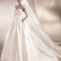 Sinia brudekjole St Patrick fra Sans for Bryllup St Patrick, One Shoulder Wedding Dress, Wedding Dresses, Fashion, Bride Dresses, Moda, Bridal Gowns, Fashion Styles