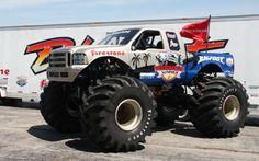 Original Bigfoot Monster Truck In bigfoot got factory Cool Trucks, Big Trucks, Monster Jam, Monster Trucks, Scary Monsters, Ford Pickup Trucks, Racing Team, Custom Trucks, Bigfoot