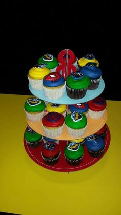 Superhero cupcakes! Different color icing add rings. #Madebymommy