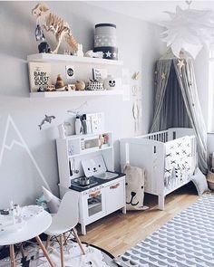Very cool nursery by @erika_bader Find the bear storage bag here: https://tellkiddo.com/forvaringspasar/tygpasar/fabric-bag-big-bear/