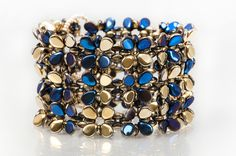 Seed bead jewelry Bracelet made from PRECIOSA Pip™, Twin™ and Solo™ beads ~ Seed Bead Tutorials Discovred by : Linda Linebaugh Jewelry Patterns, Bracelet Patterns, Bracelet Designs, Beaded Cuff Bracelet, Woven Bracelets, Seed Bead Jewelry, Beaded Jewelry, Diy Jewelry Inspiration, Jewelery