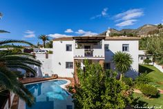 6 Bedroom Villa in Torremar, Benalmadena, Costa del Sol, Spain for sale!    A fantastic opportunity to get a luxurious and huge villa at a great price. Short walk to the beach, shops and restaurants - yet very quiet and tranquil.    The villa features a private pool and garden, several patios, two bbq areas, 6 bedrooms, 5 bathrooms, two fully fitted kitchens and two living rooms.