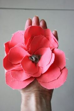 flower pin tutorial - great way to use up those fabric scraps you're not sure what to do with!
