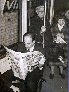 Valéry Giscard d'Estaing dans une rame du Métro parisien – 1977