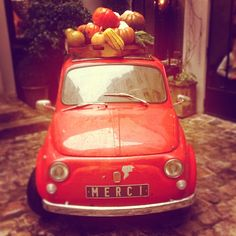 Old Fiat 500 with fruits in Paris.