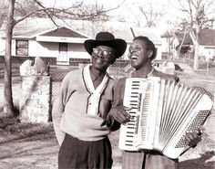 Lightnin' Hopkins y Clifton Chenier en Houston, TX (Foto: Chris Strachwitz)