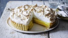 Mary Berry's lemon meringue pie recipe - BBC Food Mary Berry shows you how to make an easy lemon meringue pie with no soggy bottoms in sight. Pie Recipes, Sweet Recipes, Dessert Recipes, Lemon Desserts, Lemon Recipes Uk, Marry Berry Recipes, Cookie Recipes, Simple Recipes, Baking Recipes