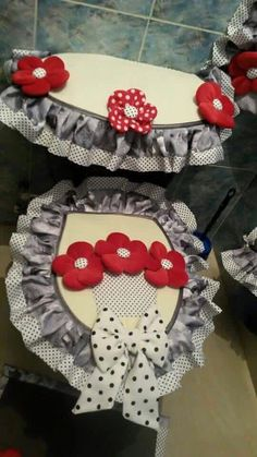Baño Toilet Decoration, Sewing Crafts, Sewing Projects, Diy And Crafts, Arts And Crafts, Bathroom Sets, Bathrooms, Diy Flowers, Soft Furnishings