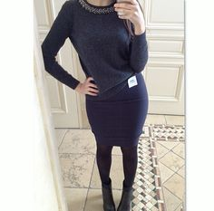 We love our customers! @mandybenisti looking fab in our Navy Pencil! Send us your #OOTD wearing your SKIRTIT