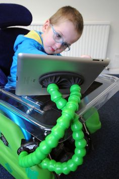 Flexzi is an adjustable support system for items like buddy buttons, iPads, mobile phones, remote controls and sat-navs. It is made from a double strand of flexible plastic segments that allows perfect positioning of your devices. http://blossomforchildren.co.uk/toys-books/97-flexi.html