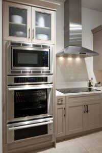 Kitchen Remodel Decor & Design Inspiration for Your Beautiful Home - Thermador Kitchen Gallery Double Oven Kitchen, Kitchen Oven, Kitchen And Bath, New Kitchen, Kitchen Decor, Kitchen Ideas, Kitchens With Double Ovens, Design Kitchen, Kitchen Cabinets