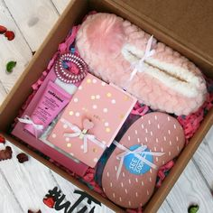 Ideas For Diy Geschenke Weihnachten Kleine Cute Birthday Gift, Birthday Box, Friend Birthday Gifts, Birthday Presents, Sleepover Birthday Parties, Birthday Basket, Diy Gift Box, Diy Gifts, Handmade Gifts