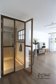 [시공사례]Bunnae-dong, Sunae-dong, with Brush Gold Ash Brown – Door Types Japanese Interior Design, Home Interior Design, Interior Architecture, Interior And Exterior, Cafe Interior, Apartment Interior, Style At Home, Brown Doors, Minimalist Decor