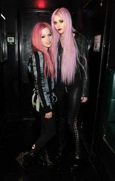 Ursäkta mig medan jag går och gråta I err hörn... Me glädje :D Avril och Taylor är bara PERFEKT ihop :)